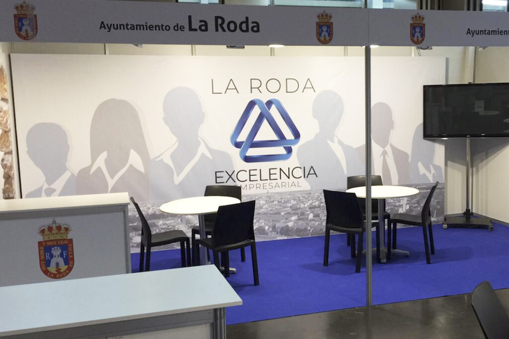 IMPERSION Y MONTAJE STAND